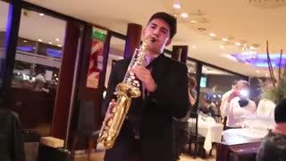 اجرای بی نظیر اهنگ Luis Fonsi