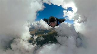 پرواز میان ابرها با وینگ سوت