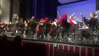 اجرای اهنگ BoyWithLuvتوسط ارکسترسمفونی در سالن وحدت تهران برای مسئولین سفارت کره جنوبی در ایران