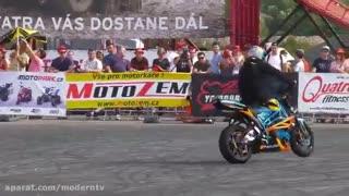 حرکات نمایشی با موتور سیکلت
