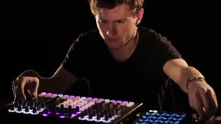 اجرای موسیقی الکترونیک توسط David August در RA Sessions