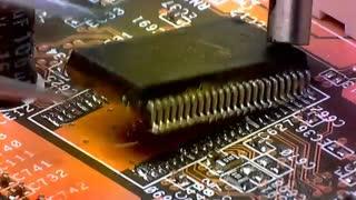 نحوه تعویض IC از روی برد مدار چاپی در زیر میکروسکوپ صنعتی