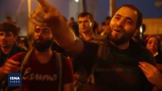 عزاداری زائران ایرانی بر پلی مشرف به حرمین کربلا