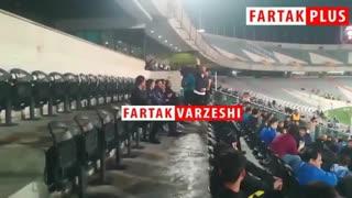 حضور داریوش شجاعیان در سکوهای ورزشگاه آزادی