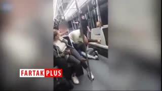 صحنه وحشتناکی که زوج انگلیسی در داخل اتوبوس رقم زدند!
