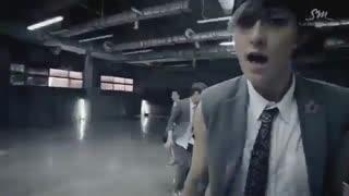 موزیک ویدیوی '으르렁 (Growl)' از EXO (ورژن کره ای)