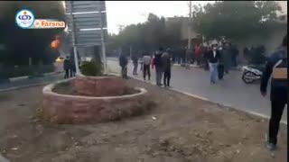 آتش زدن بانک شهر و به غارت بردن اموال مردم توسط چند اوباش / اصفهان