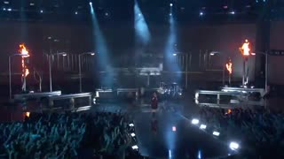 اجرای بیلی ایلیش در مراسم AMA