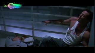 فیلم جان سخت ، درگیری جان مکلین (بروس ویلیس) با اعضای باند آدمربا