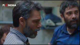 سکانس متری شش و نیم ، دستگیری یکی از خرده فروشهای مواد در خانهاش