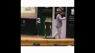 توضیحات محمود شهریاری درباره  اجرای وی در روز تشییع سردار سلیمانی و پلمپ سالن گیت بوستان اهواز