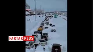گرفتار شدن مردم در برف سنگین رشت