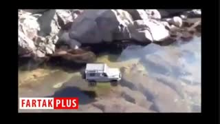 ویدئوی عجیب از ردشدن یک جیپ از روی رودخانه یخ بسته